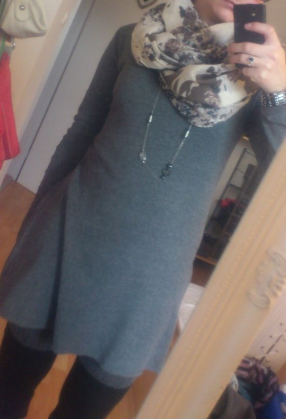 Beauty, Fashion, Literatur und Inspirationen: [Outfit] Graue Maus  http://lucciola-test.blogspot.de/2014/10/outfit-graue-maus.html  #outfit #basicdress #dress #scarf #grey #overknees