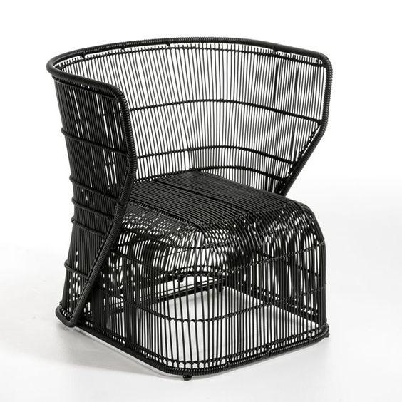 Fauteuil de jardin Amras AM.PM : prix, avis & notation, livraison.  Un design contemporain. Il s'utilise à l'intérieur comme à l'extérieur. Caractéristiques :- Structure et tressage en zinc galvanisé recouvert de plastique noir. Dimensions :- L.64 x H.71 x P.61 cm. - Hauteur d'assise : 35 cm. Dimensions et poids du colis :- L.70 x H.76 x P.70 cm, 18 kg Livraison chez vous :Votre fauteuil sera livré chez vous sur rendez-vous, même à l'étage !Attention ! Veuillez vérifier que les ouvertures…