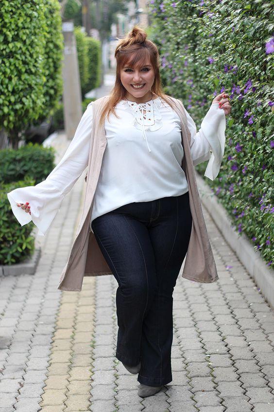 Pra quem tem 1,57m, quadris largos e coxas grossas achar a calça jeans plus que caia bem pode ser um drama! Mas a modelagem flare é de arrasar, vem ver
