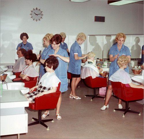 Poster / Leinwandbild DDR - Friseursalon für Frauen 1969 - Klaus Morgenstern