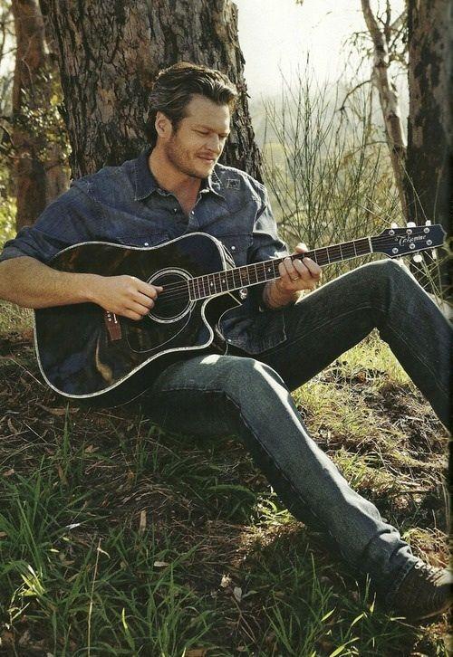 Blake Shelton... so sexy!!