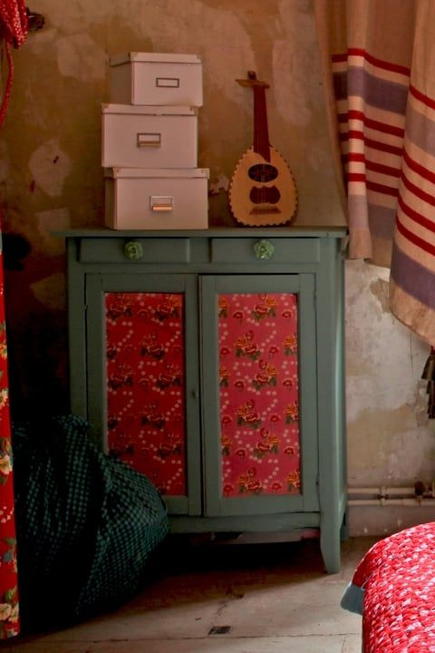 Coller Du Papier Peint Sur Les Portes Relooker Meuble Mobilier De Salon Meuble