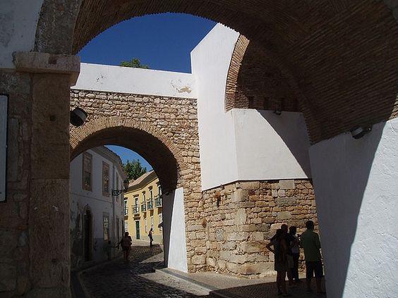 Die Altstadt von Faro lädt zum Spazieren und Entdecken ein!