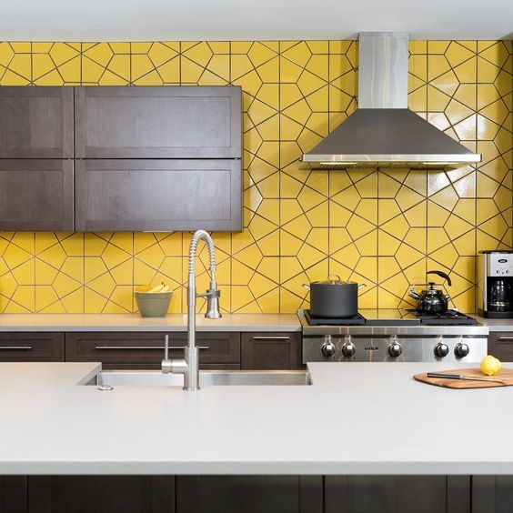 A Modern Dark Kitchen With A Whole Wall Taken By Yellow Tiles Looks Very Bold And Unusual Kitchendesign Yellow Kitchen Tiles Bold Kitchen Yellow Kitchen Decor