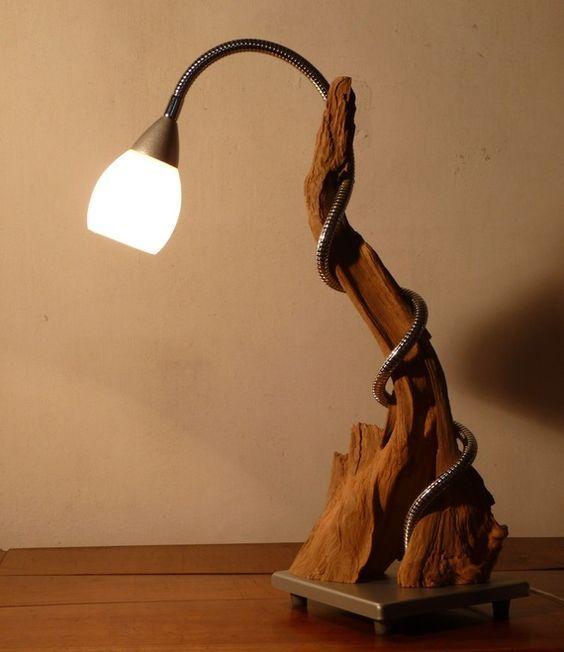 bureau ou table déco. Création originale en bois brut métal et verre