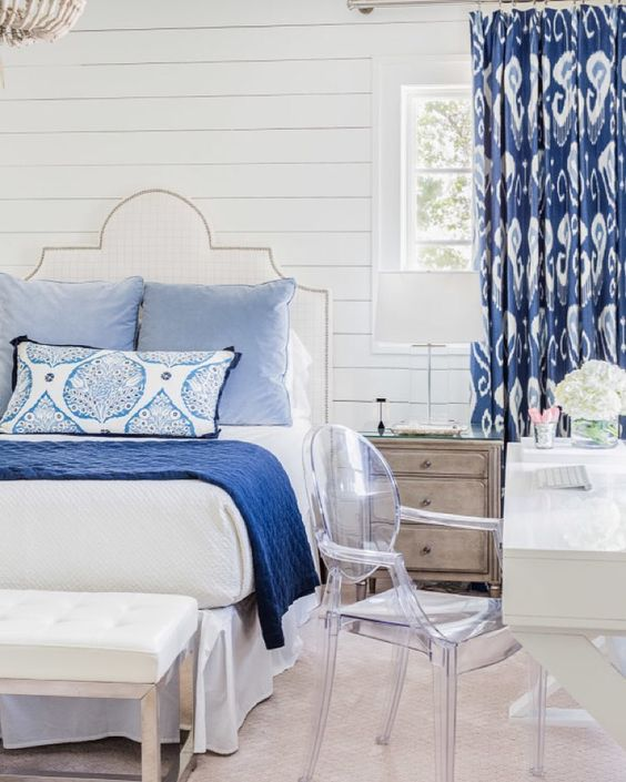 At the blog today I've got a roundup of white and blue bedrooms including this lovely via @smpliving #masterbedroom #dream Link in profile. http://ift.tt/1JhoRaY