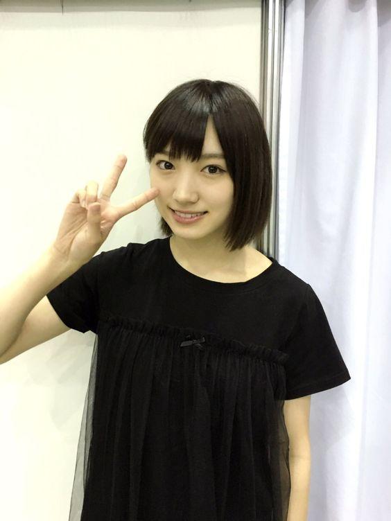 黒いTシャツを着た太田夢莉