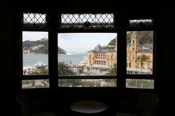 En venta el piso más exclusivo de San Sebastián. Miraconcha. 350 m. 10 habitaciones. 11 ventanales vistas al mar... www.pisoemblematico,blogspot.com