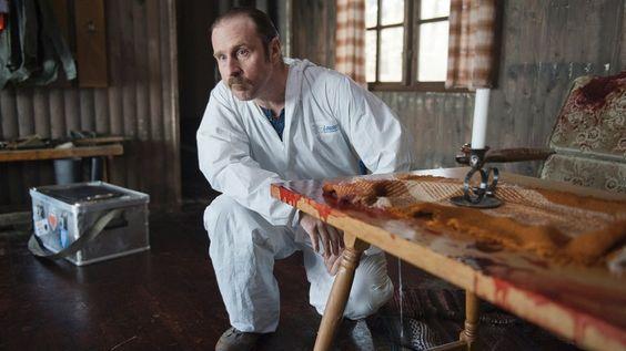 """Endlich! Im Dezember und Januar schrubbt Bjarne Mädel als """"Tatortreiniger"""" menschliche Überreste weg und philosophiert übers Leben. Hier sind die Sendetermine der neuen Folgen im NDR Fernsehen."""