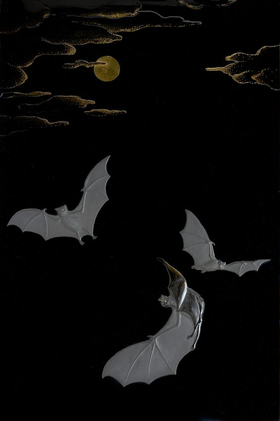 Tomizo Saratani (1949 - ) Bats and moon Urushi lacquered panel 34.5 x 53 cm  Considering a signe of good fortune and longvity in early China, bats appeared frequently in patterns, usually with other figures such as clouds. The same positive meaning was brought in Japan, where bats were used in both patterns and family crests.  Tomizo Saratani was born in Kyoto and has spent his life working on traditional japanese lacquer (urushi).