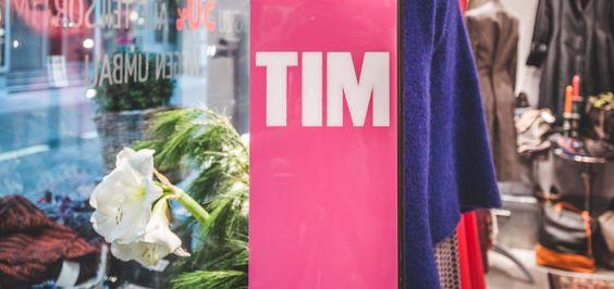 TIM   Nördliche Waldstraße. An farbenfrohen Blumen hängen geblieben.