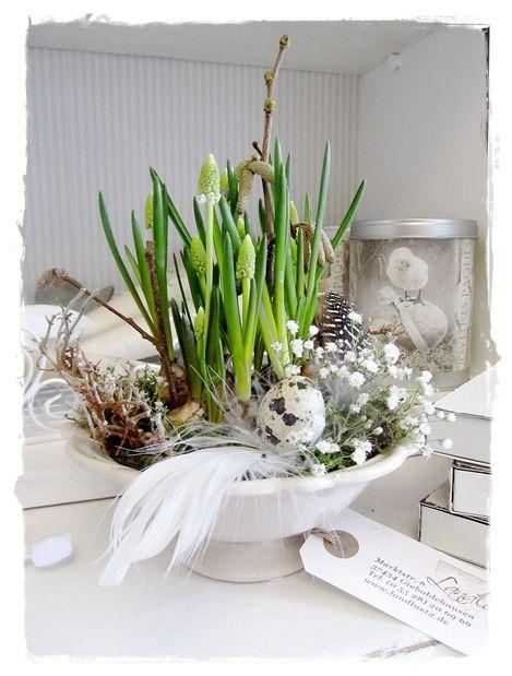 Edles Frühlings-Ostergesteck für den Tisch. Für Euch gefunden bei meine-landlust.blogspot.fr