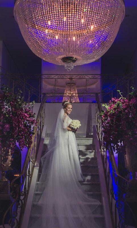 Noiva | Bride | Vestido | Dress | Vestido de noiva | Wedding dress | Bride's dress | Inesquecivel Casamento | Vestido clássico | Véu | Véu de noiva | Grinalda | White dress | Vestido luxuoso: