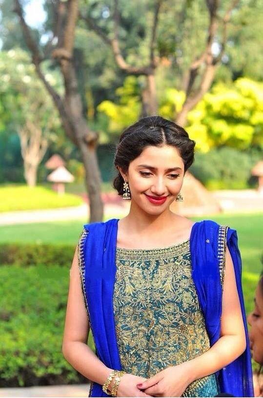 Mahira Khan looking Beautiful ❤
