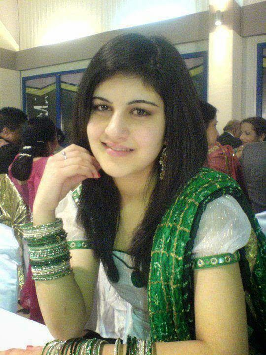 Desi lovely indian housewife new leaked pictures desi for Indian hot house