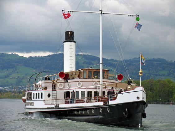 """Der Schaufelraddampfer """"Hohentwiel"""" auf dem Bodensee vor dem Hafen von Arbon   The  paddle steamer """"Hohentwiel"""" on Lake Constance close to the port of Arbon"""
