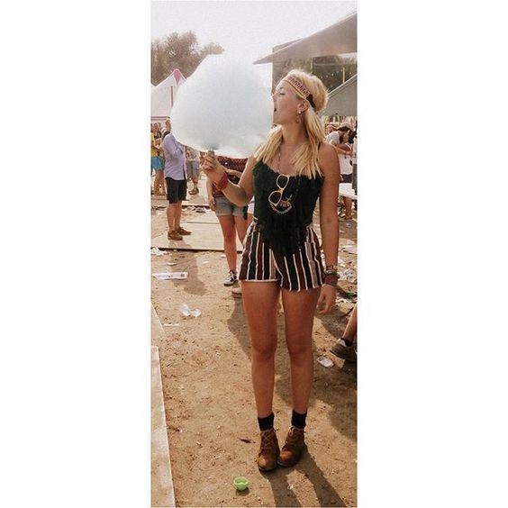 Dit was mijn laatste keer Solar. Wat heb ik genoten van de muzikaliteit en creativiteit, van het eten en de drankjes, maar vooral ook van deze overheerlijke suikerspin! Wat zou het fantastisch zijn als ik er weer bij mocht zijn! 🌞 #iciparisxlnl @iciparisxlnl © ElineVinkje on Instagram