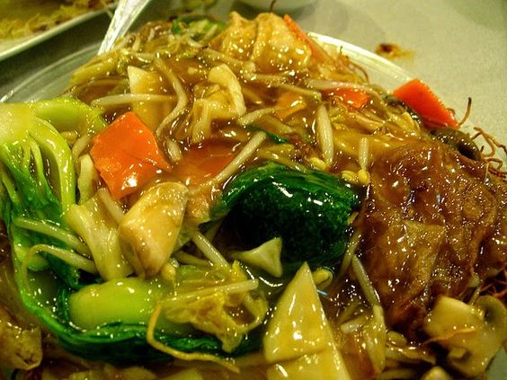 Recette spécial Nouvel An Chinois : Délice de Bouddha un plat traditionnel - Le Buddha's Delight ou JAI est une recette asiatique, végétarienne, diététique traditionnellement cuisinée le jour de l'An Chinois. Ce plat unique est composé de tofu sec frit, de champignons noirs chinois, pousses de bambou et autres légumes sautés.