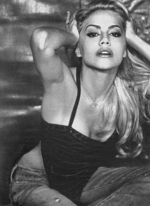 Brittany Murphy.....cute.....such a shame she died so young when she was starting to rise in the movie business.
