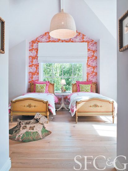 Vibrant paper in bedroom alcove Locust-05: