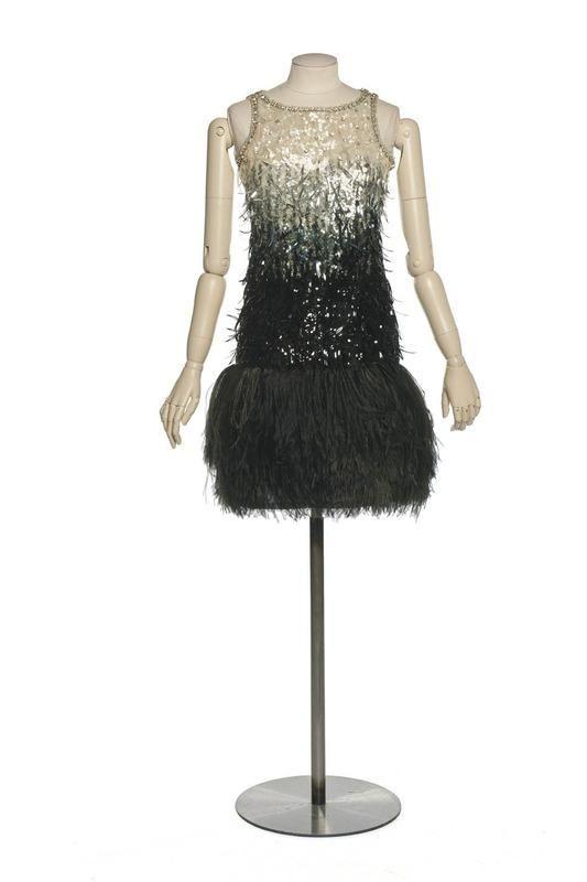 robe du soir cr ation yves saint laurent maison de. Black Bedroom Furniture Sets. Home Design Ideas