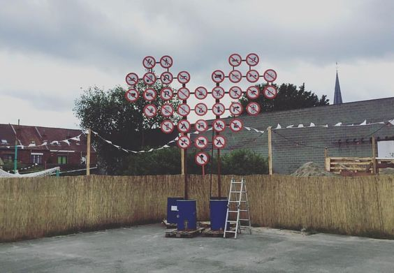 KERKhof: Inject Love van kunstenaars Hanse Cora en Kim Brusselmans