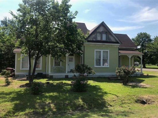 604 E Main St Honey Grove Tx 75446 Mls 13878247 Zillow Old House Dreams Little Dream Home Great House