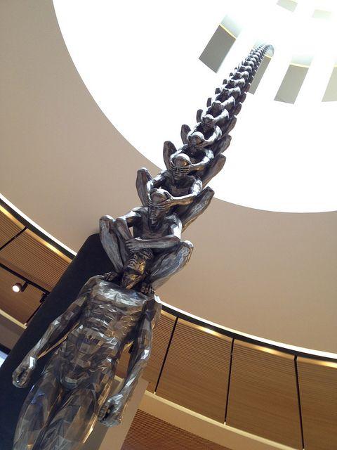 Памятник Великий ПУтин и его ветикаль