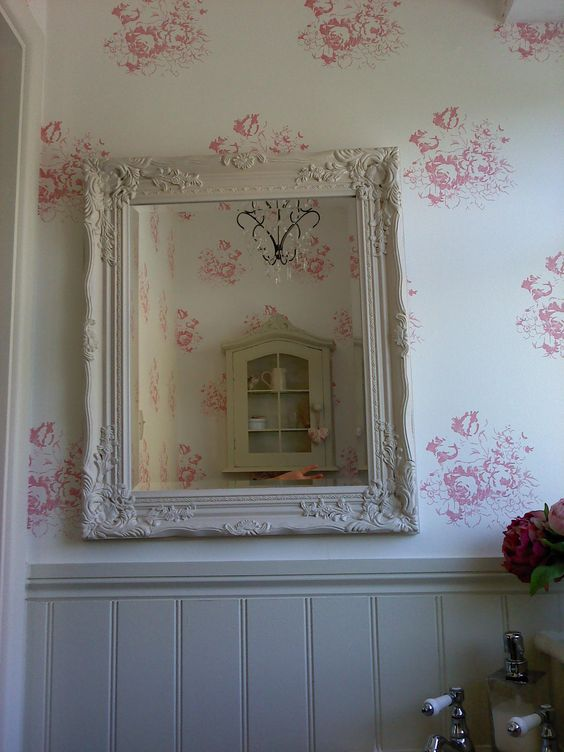 Cloakroom - Cabbages & Roses Hatley Wallpaper, Tongue & Groove Off White - Farrow & Wall.: