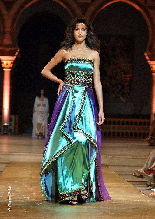 Robes Kabyles modernes en soie avec de belle couleurs vert et mauve.