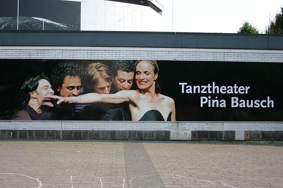 File:Wuppertal Elberfeld - Schauspielhaus 01 ies.jpg Plakatierung des ehemaligen Elberfelder Schauspielhauses