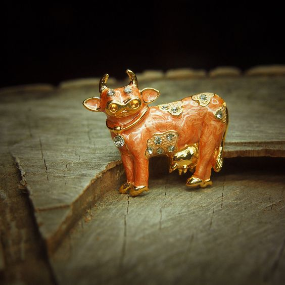 Dairy Cow #Brooch antique vintage styled, bridesmaid, #rhinestone #diamante, wedd,  View more on the LINK: http://www.zeppy.io/product/gb/3/230408060/