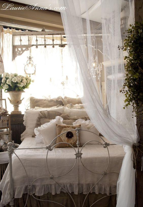 applique camera da letto shabby : Case depoca, Camera da letto shabby and Stanze da letto on Pinterest