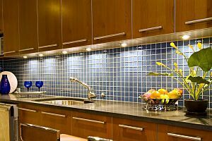 Love the back splash tile and cabinets
