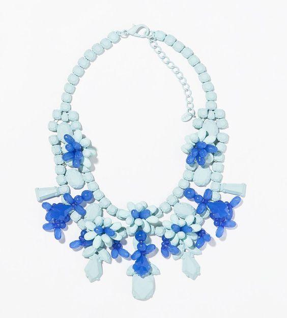 Pin for Later: 10 Teile aus Zaras Schmuckkollektion, die euch beeindrucken werden  Zara blue painted rhinestone floral bib necklace ($36)