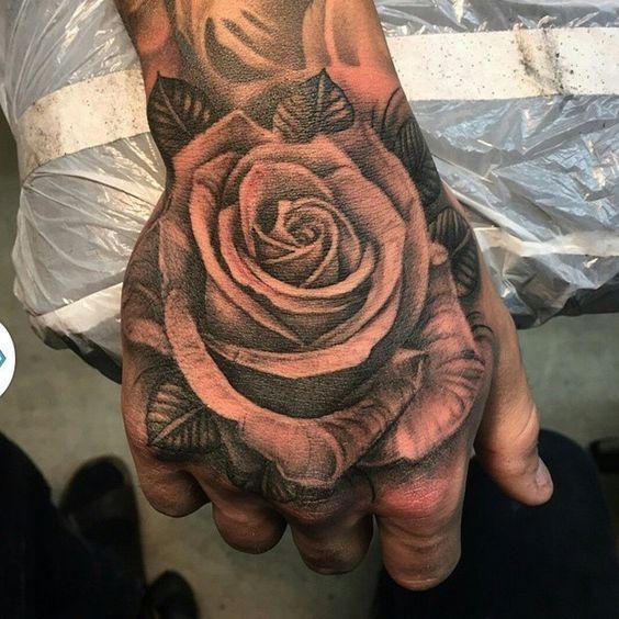 Tatuajes De Rosas En La Mano 367 Para Hombre Y Mujer Tatuaje De Rosa En La Mano Tatuajes En La Mano Tatuajes De Rosas