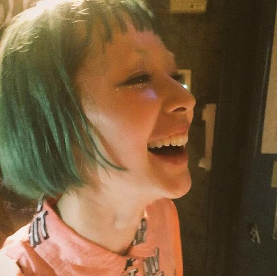 緑色の髪をした木村カエラ