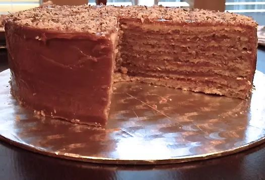 Torta panqueque manjar nuez casera