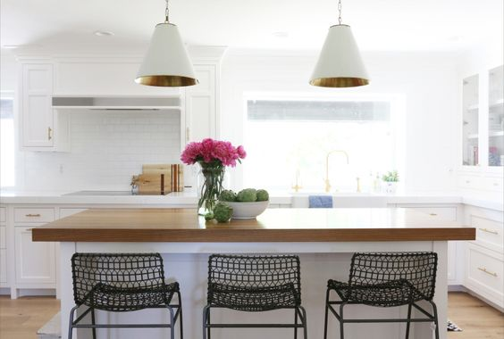 Photography: Studio McGee - studio-mcgee.com   Read More on SMP: http://www.stylemepretty.com/living/2016/02/04/kitchen-dreaming-with-this-bright-classic-remodel/