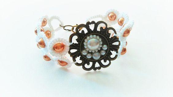 bracelet en dentelle de frivolité coton blanc perles magique bronze cabochons…