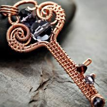 JewelryLessons.com | Learn how to make your own precious jewelry - FREE tutorials, lessons & articles! (Some are free, others you have to pay for. Can download 2 free per week on a free membership):