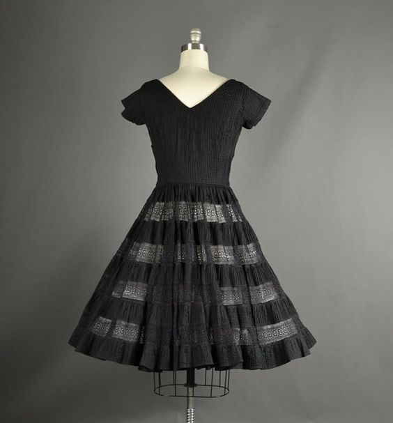 Full Skirt Dress Vintage 1950s Dress 50s Dress by NodtoModvintage, $190.00