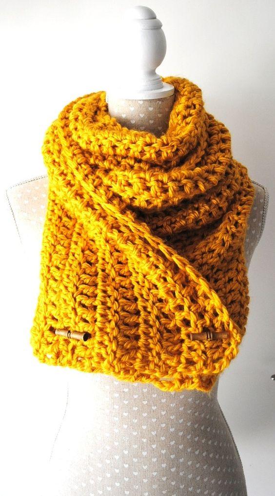 Echarpe, col, snood réalisé au crochet laine jaune moutarde