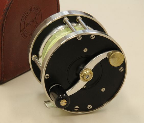 "Saracione Deluxe Salmon reel in 3¼"" size and Left Hand Wind. In an email from Joe Saracione about these original early Deluxe reels, he tells me that the size is actually .050"" smaller than the specification size and that they were made from stainless steel and delrin."