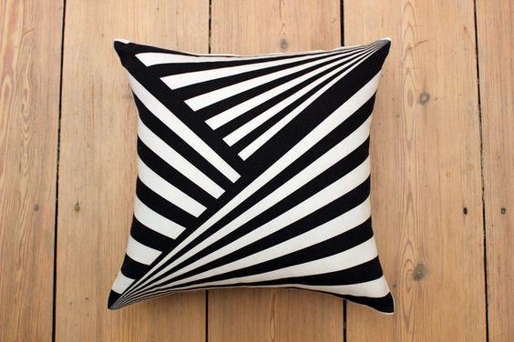 Kissenbezüge - Kissenbezug schwarz-weiß Grafik Baumwolle &quot... - ein Designerstück von Vadeco bei DaWanda