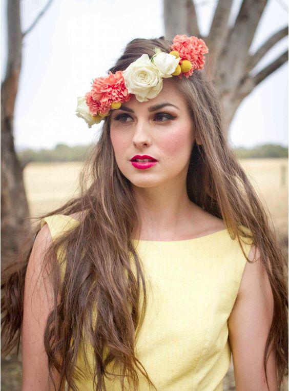 Wianek z goździków, kraspedii i róż: Hair Flowers, Wedding Hair, Tocados Flor, Flor Novia, Goździków Kraspedii
