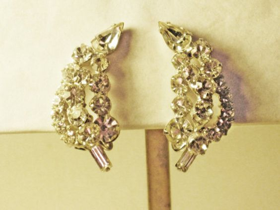 Vintage D&E Juliana Clear Rhinestone Clip by delightfullyvintage