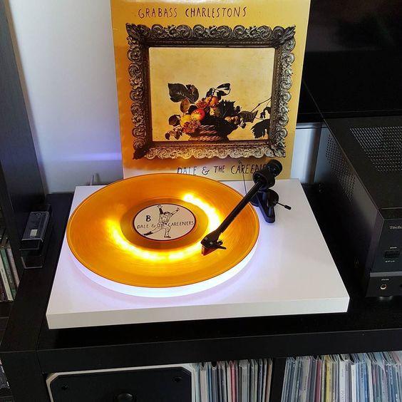 #grabasscharlestons #daleandthecareeners #noidea #noidearecords #nowspinning #vinyljunkie #vinylporn #vinylcollection #vinyladdict #vinyl #recordcollection #punkvinyl #coloredvinyl by lowered.expectations