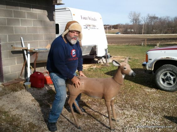 uncle_donnie_humping_a_deer.jpg (800×600)