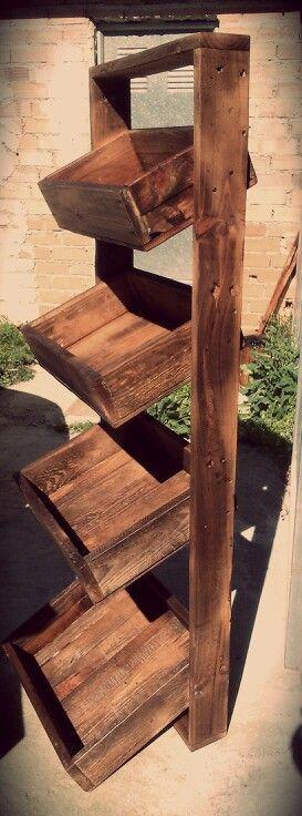 Estanteria con cajas de palets cajas de madera estilo for Estanterias con cajas de madera